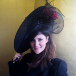 philip-treacy-tocado-negro-rosa
