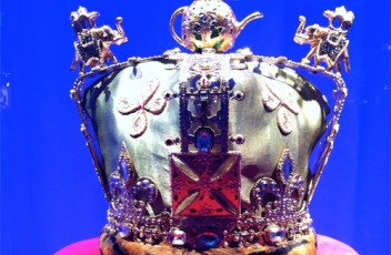 corona-regina-elisabetta