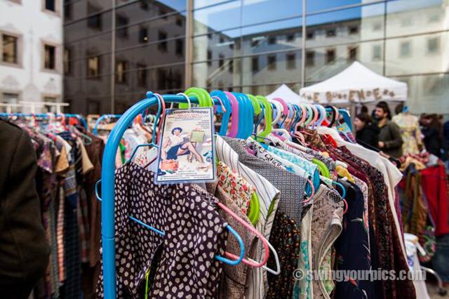 Venta de ropa vintage y segunda mano los mercadillos de - Mercadillo segunda mano barcelona ...