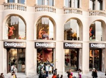 Desigual-Barcelona-Plaza-Catalunya-0020