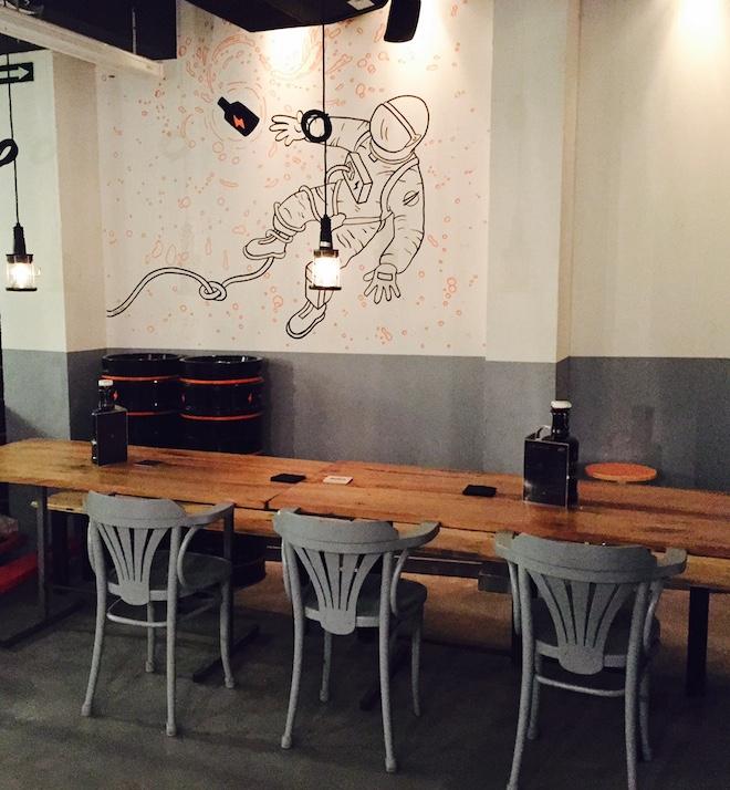 garage beer co barcelona mesa cerveceria
