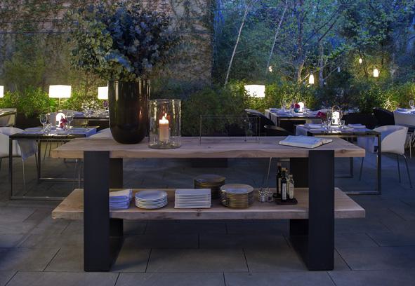 Un jard n secreto en el eixample el oasis verde del bar for Bar jardin barcelona