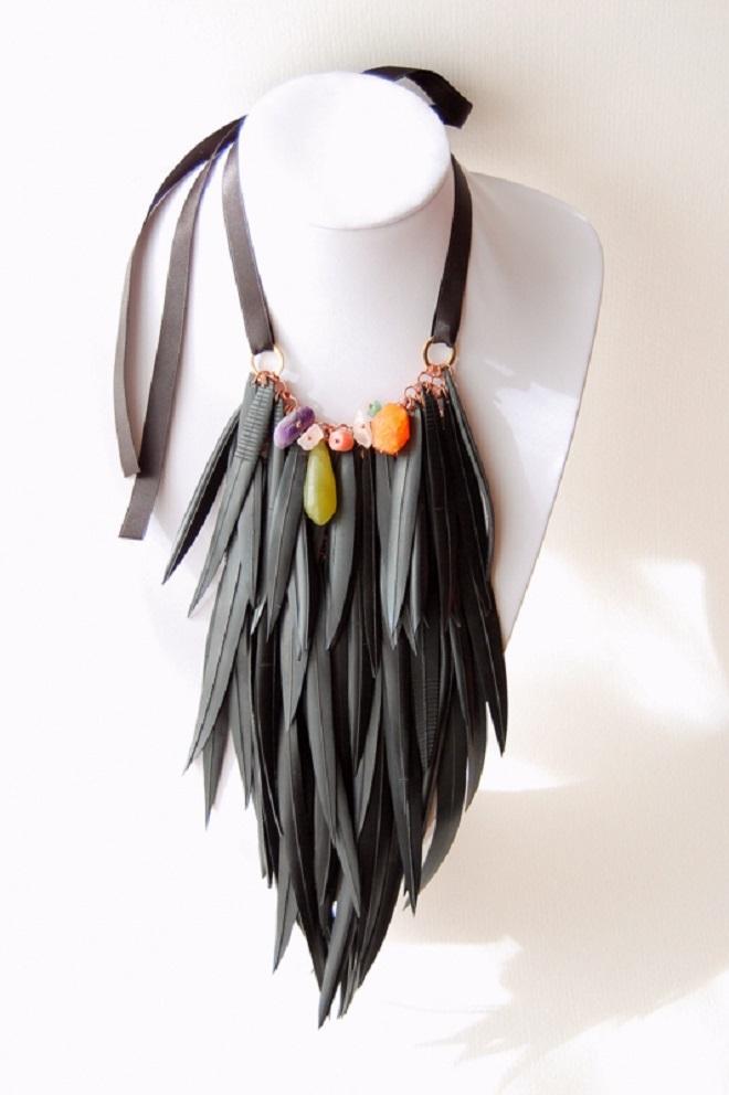 Camilla Pietropaoli  collar plumas