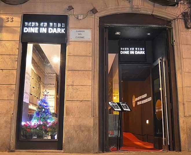 dine in dark fuori