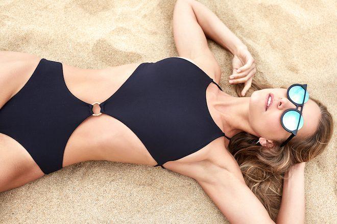 Bañador SERENDIPITY Intimates, Gafas de sol WILDWE CLOTHING