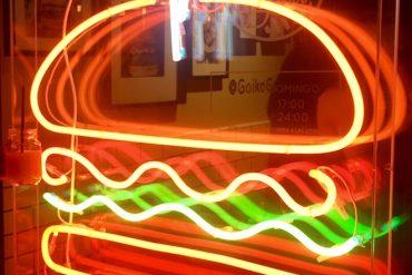 goiko grill barcelona neon