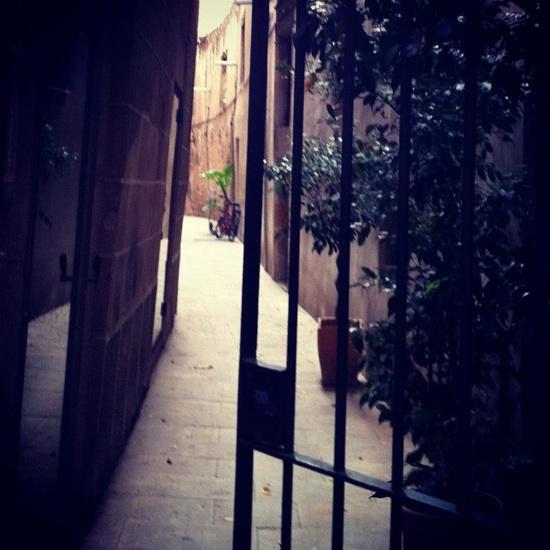 Calle de las Moscas, la calle más pequeña de Barcelona