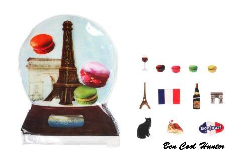 Colette Stiker con la torre Eiffel