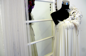 juan pedro lopez vestido blanco plisado