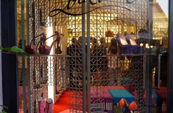 christian-louboutin-store-rome piazza san lorenzo in lucina