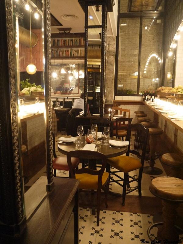 Toto restaurante gastronom a de inspiraci n italiana con for Vaciado de locales en barcelona