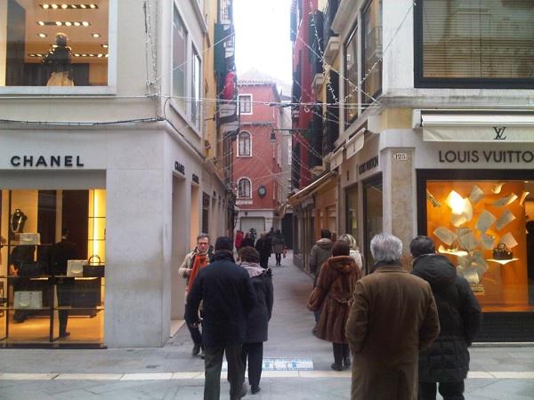 venezia store chanel louis vuitton