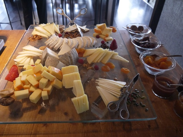 surtidos queso hotel arts brunch