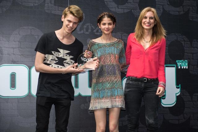 Ganador COOL BOY Blu Equis con Alba Galocha y Mery Torres de Trend Models