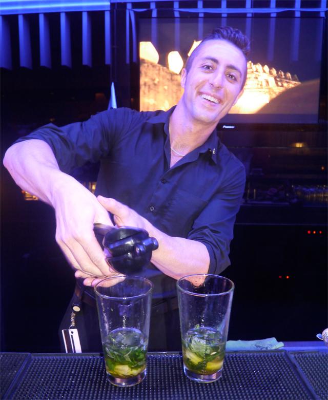 barman hotel w