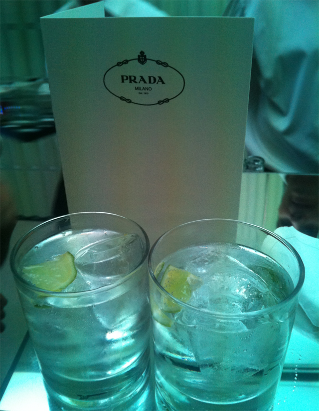 prada gin tonic inauguracion