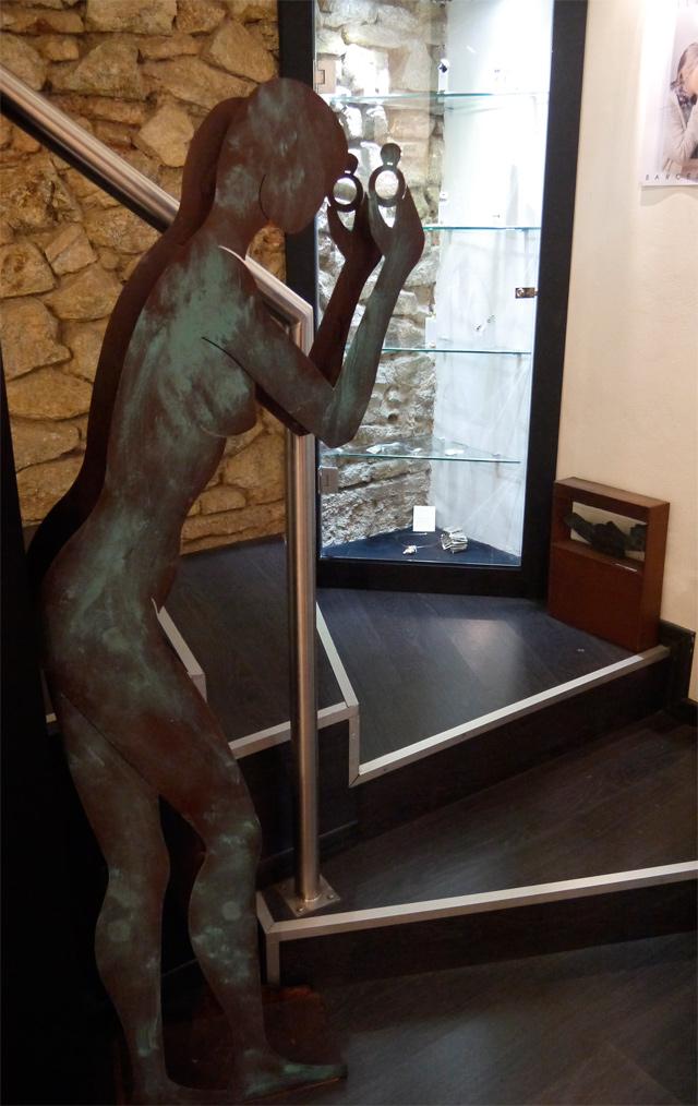 fili-plaza-escultura-escalera