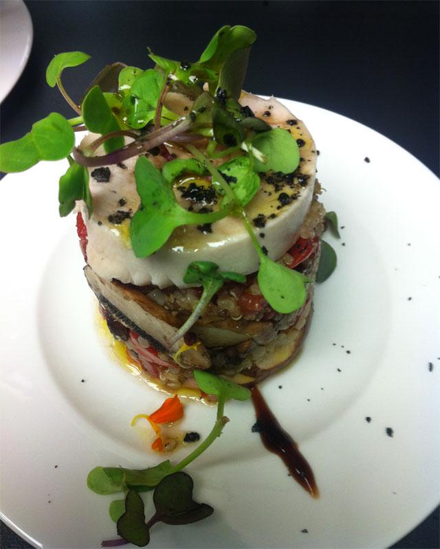 Timbal de pollo y quinoa con vinagreta de lima