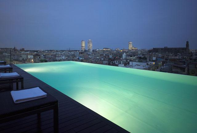 Agosto de terraceo de lujo por los hoteles de barcelona bcn cool hunter - Hoteles con piscina en barcelona ...