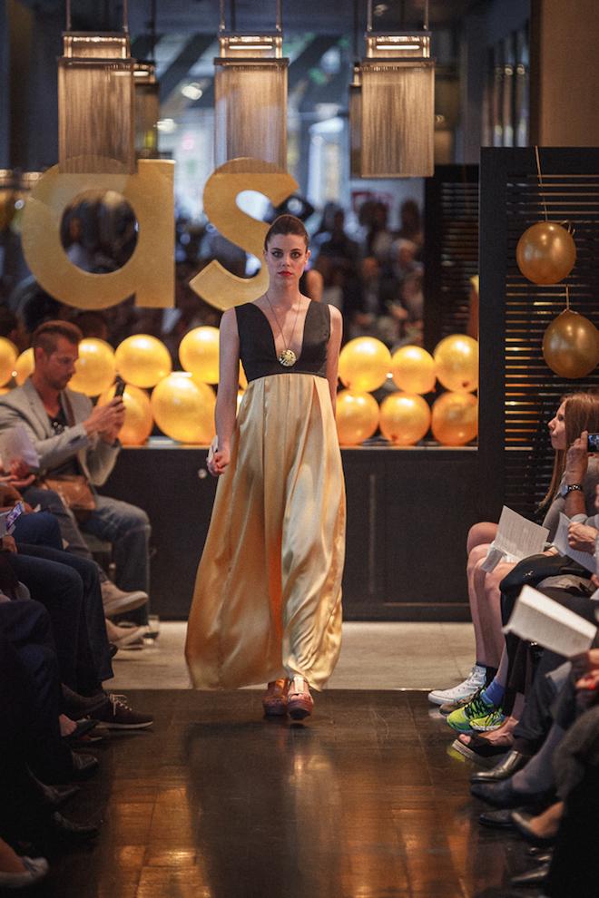 agnes sunyer vestido dorado