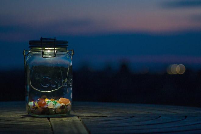 consol solar jar by night