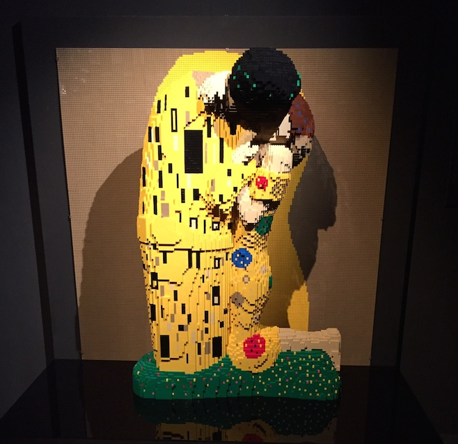 el beso kilmt the art of the bricks