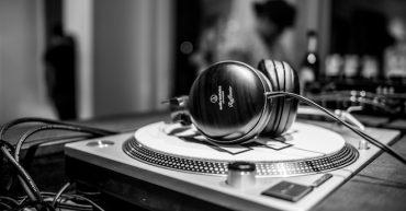 analogue-foundation_listening-station-3