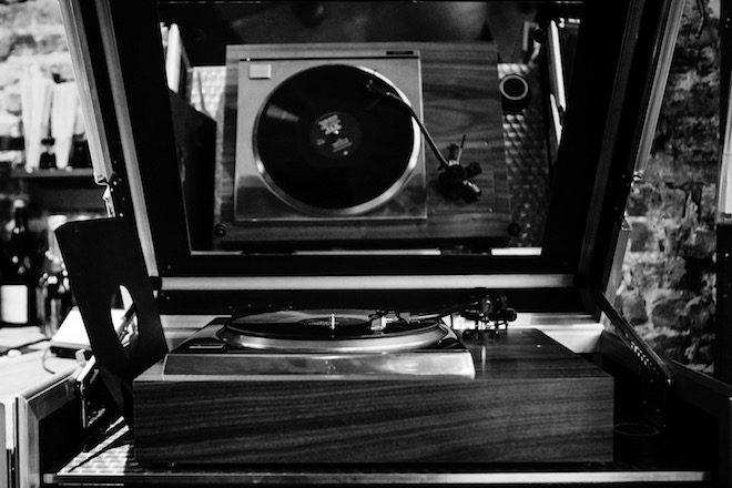 analogue-foundation_vinilo listening-station-4