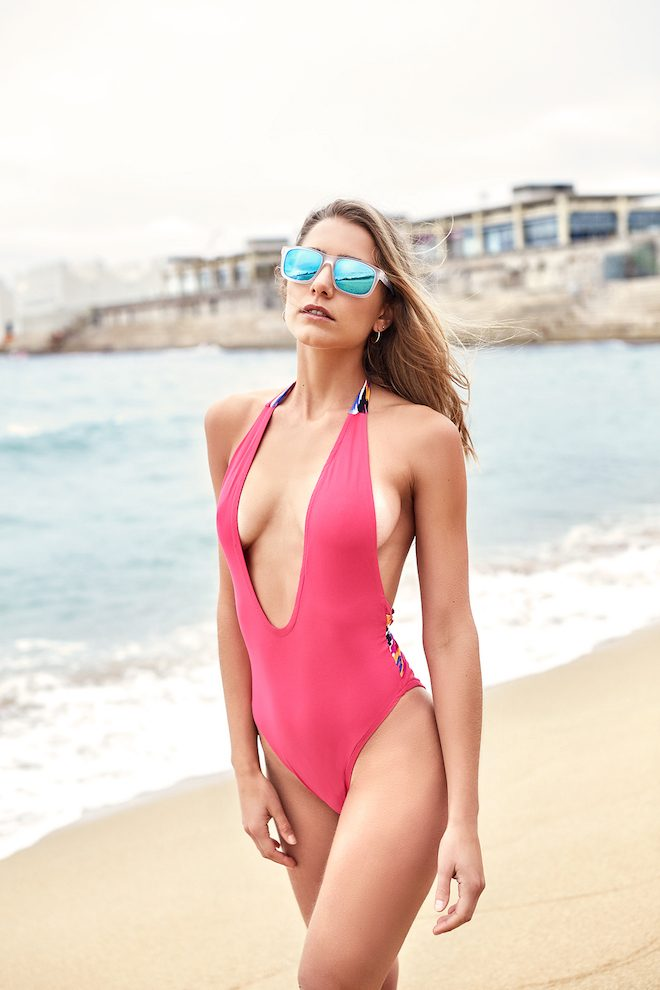 Bañador CAYENA Swimwear, Gafas de sol ARNETTE