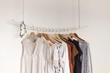 organizar closet perchas