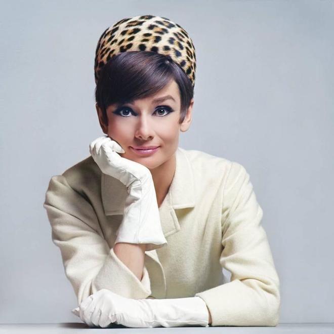 Audrey_Hepburn_hat_1965_l