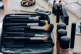brochas de maquillaje manta