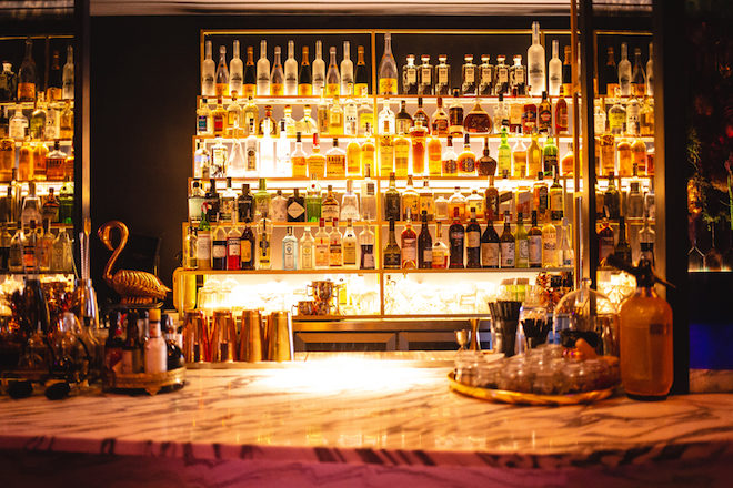 cocteleria la perla oyester bar
