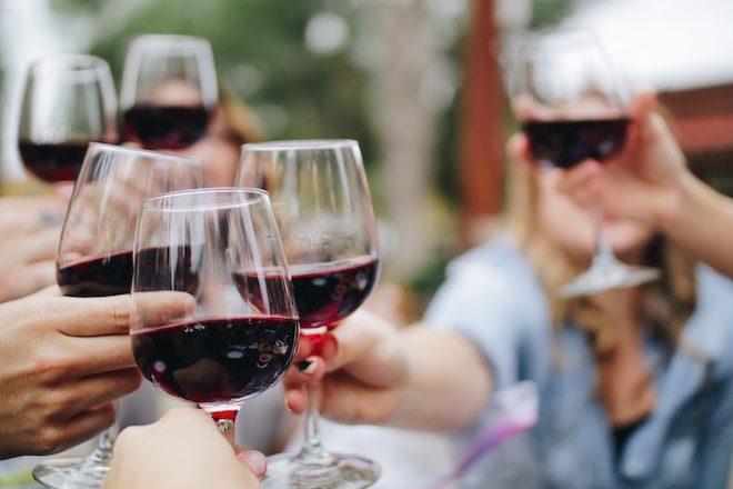 cata de vinos tintos en Burdeos