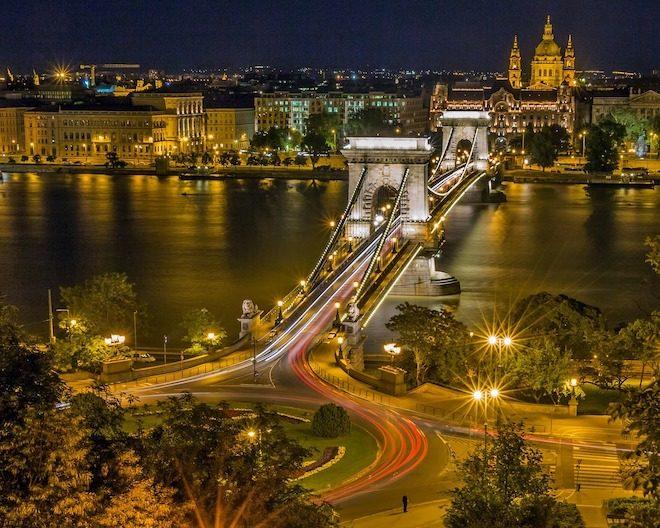 viajar a budapest chain bridge