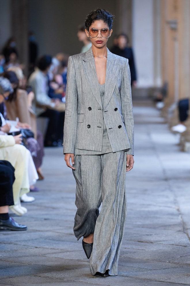 ultimate gray color de moda