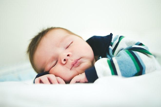 bebe duermiendo